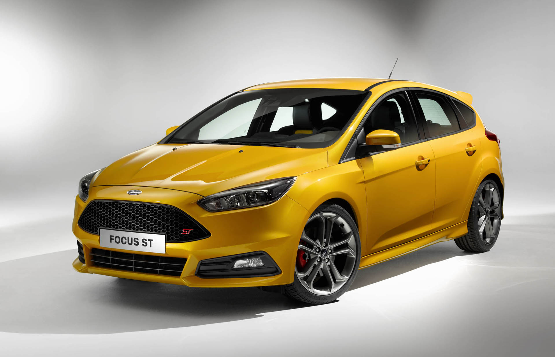 2015 ford focus st gets better handling updated style. Black Bedroom Furniture Sets. Home Design Ideas
