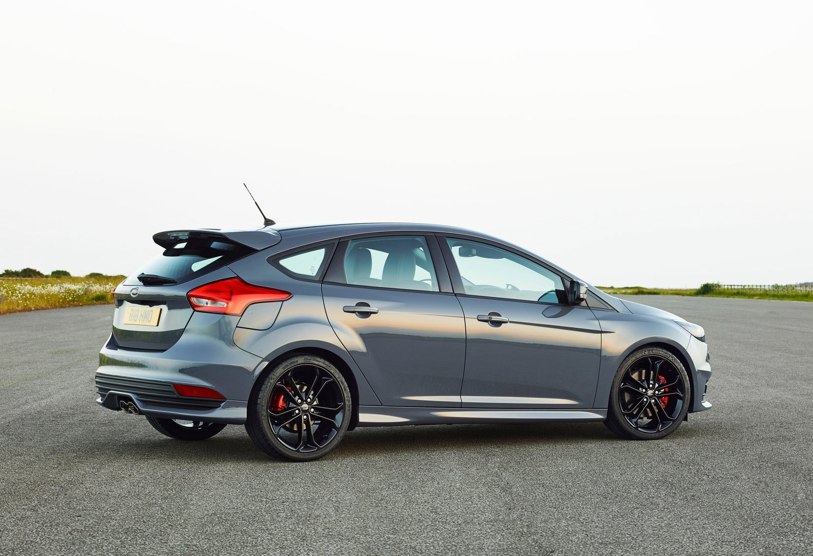 2015 ford focus st here s how much it costs in europe autoevolution. Black Bedroom Furniture Sets. Home Design Ideas