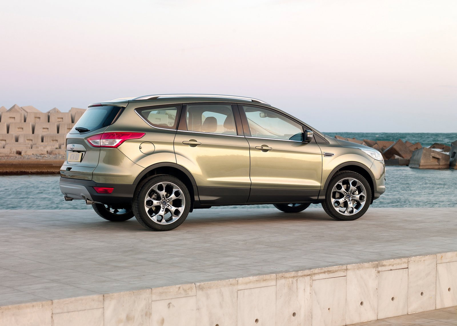 2015 ford kuga upgrades include reworked 2 0 tdci turbo diesel engine autoevolution. Black Bedroom Furniture Sets. Home Design Ideas