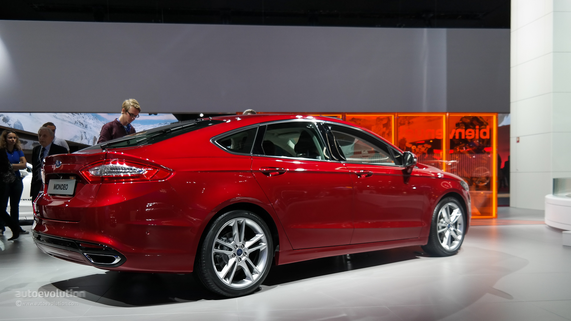 2015 Ford Mondeo Makes World Debut at the Paris Motor Show [Live ...