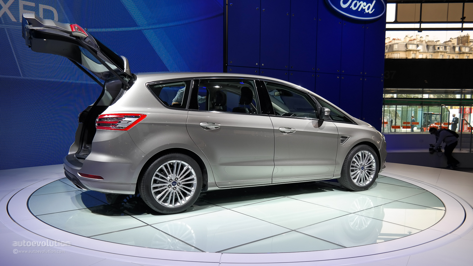 2015 ford s max is a posh family hauler live photos. Black Bedroom Furniture Sets. Home Design Ideas