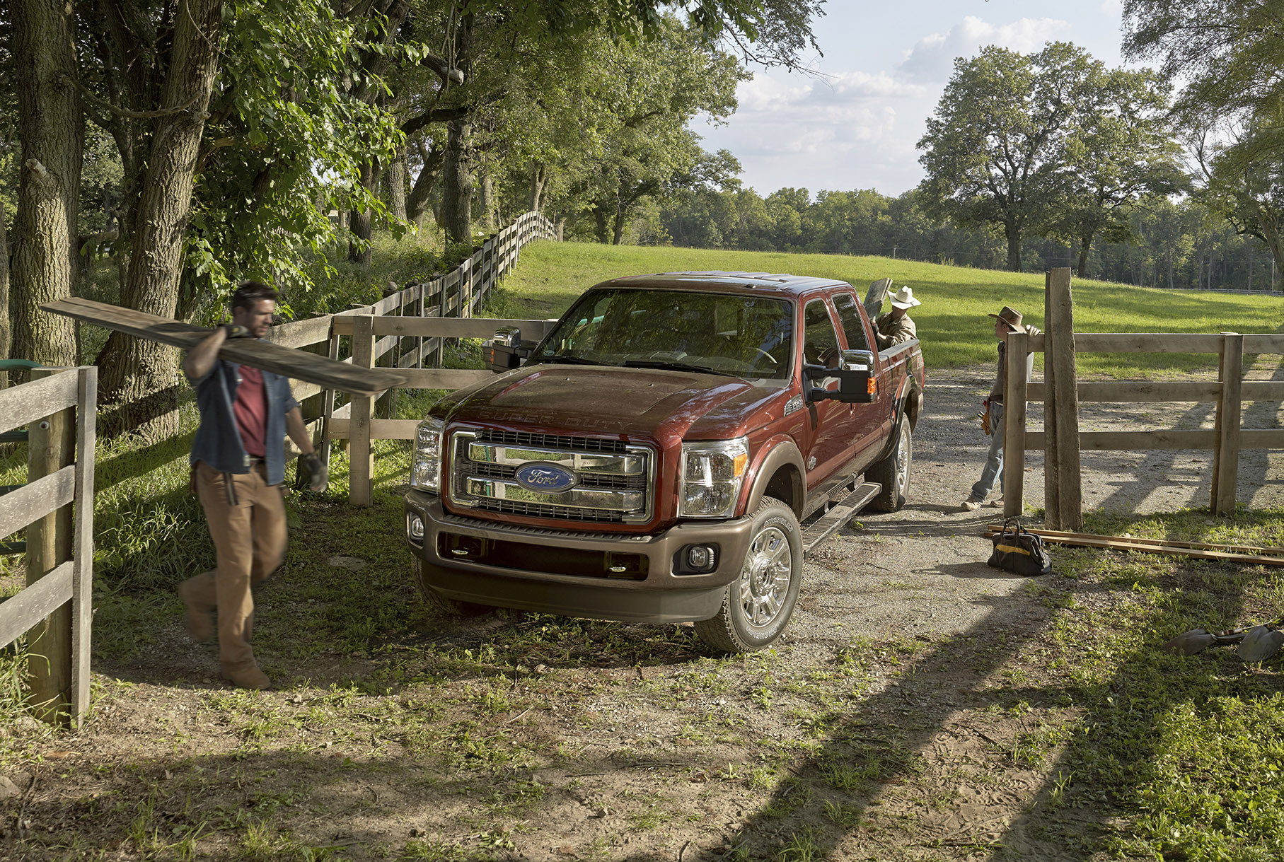 F250 Towing Capacity >> 2015 Ford Super Duty F-450 Boasts 31,200 Pounds Towing Capacity - autoevolution
