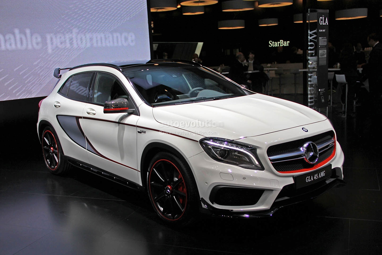 2015 gla 45 amg live photos from naias autoevolution. Black Bedroom Furniture Sets. Home Design Ideas
