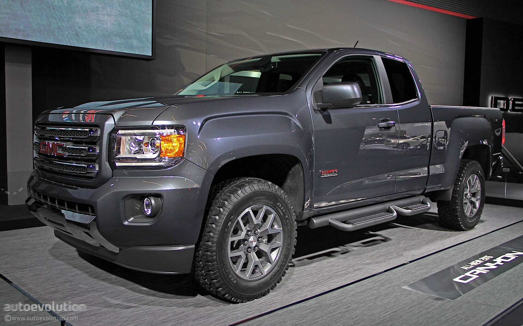 2015 GMC Canyon Makes Public Debut in Detroit