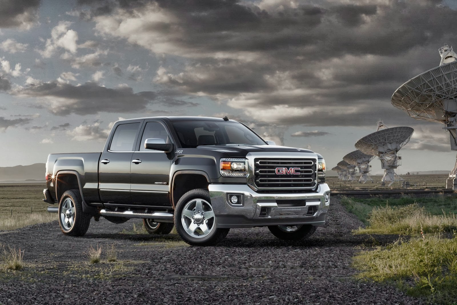 2015 gmc sierra hd breaks cover in texas autoevolution. Black Bedroom Furniture Sets. Home Design Ideas