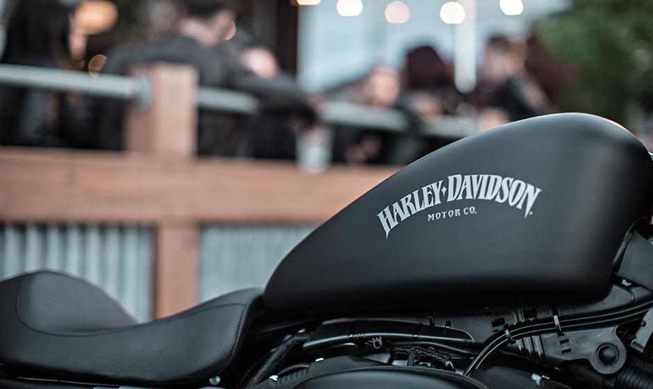 additionally Casco Custom Old School Sound Bbig additionally Harley Davidson Iron Surfaces Photo Gallery moreover  likewise Xl N G. on harley davidson sportster