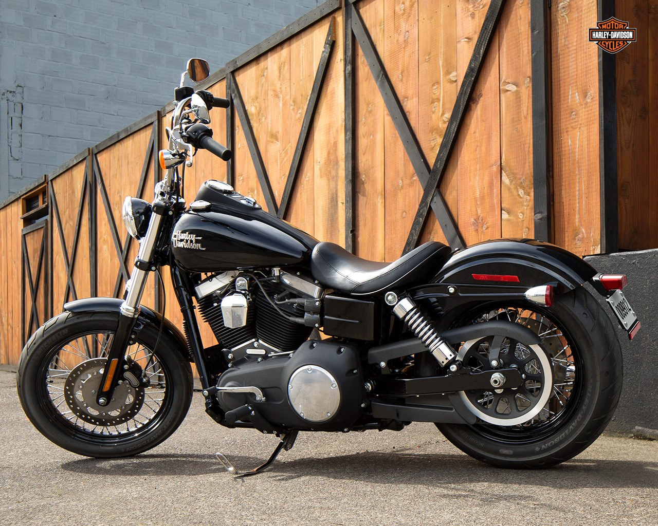 2015 Harley-Davidson Dyna Street Bob Shows Up - autoevolution