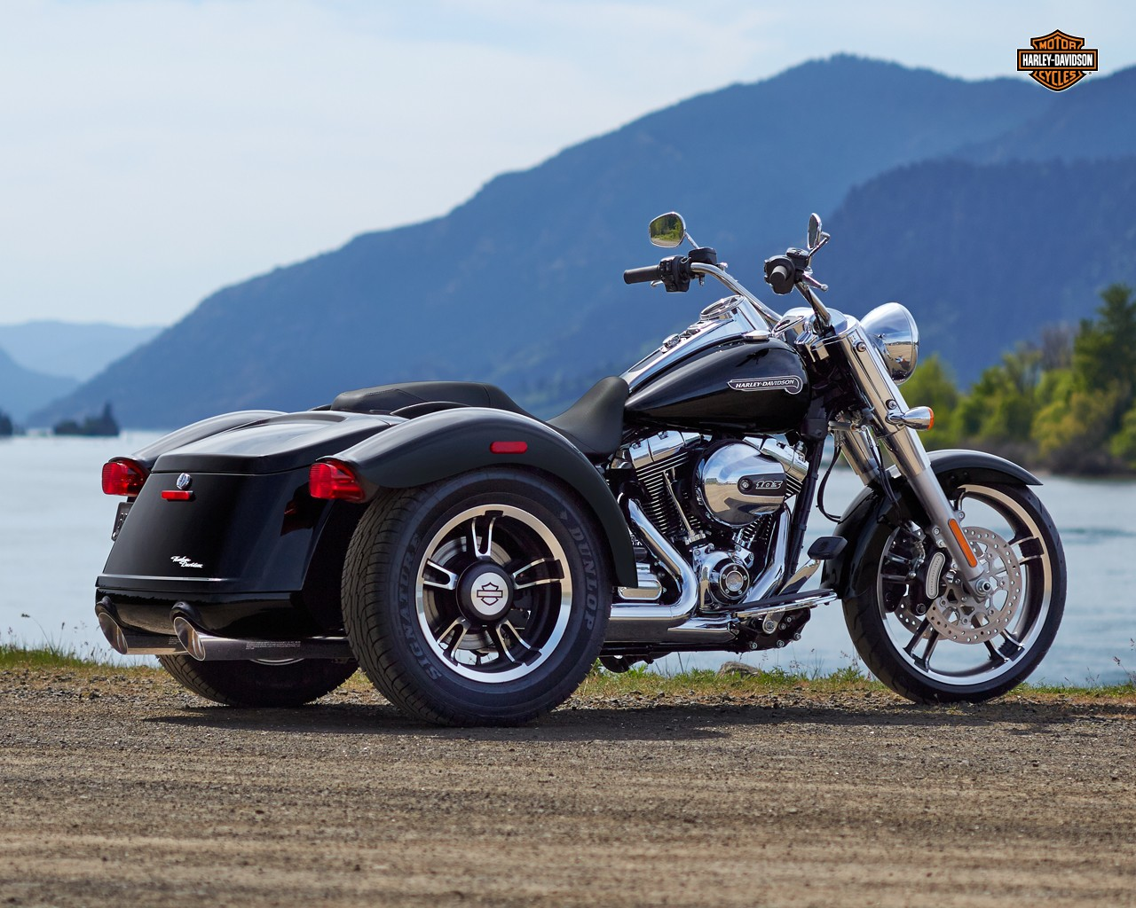 2015 harley davidson freewheeler trike makes appearance autoevolution. Black Bedroom Furniture Sets. Home Design Ideas