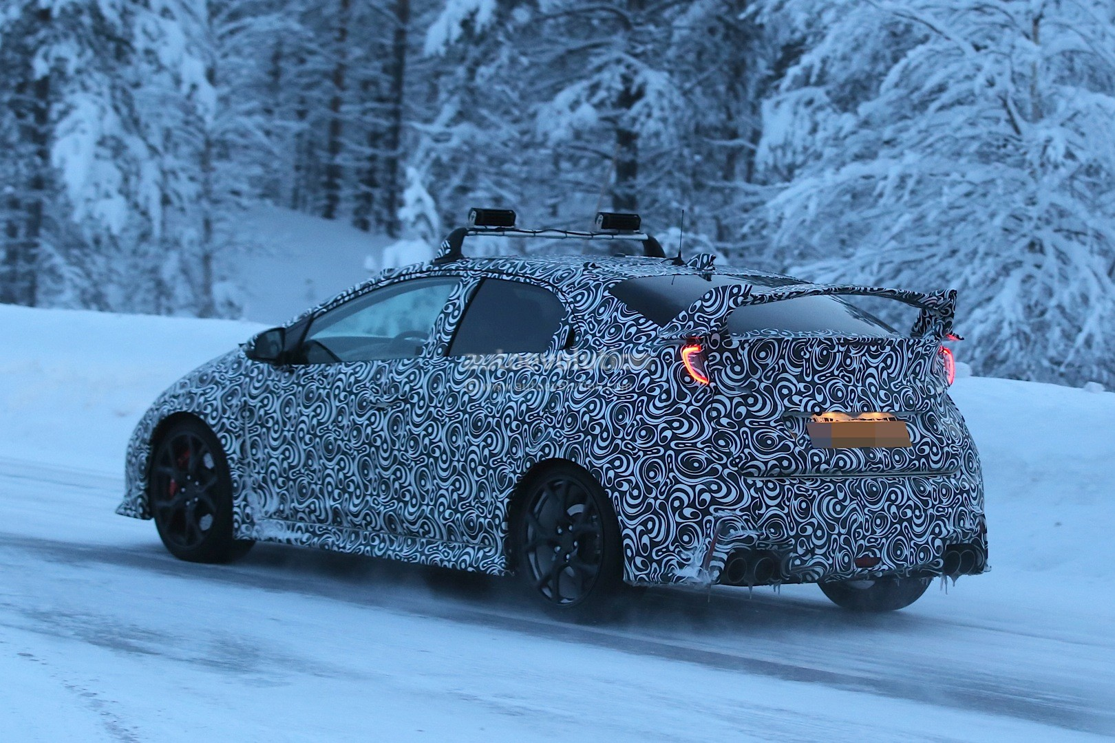 2015-honda-civic-type-r-winter-spy-photos-are-awesome-photo-gallery_13