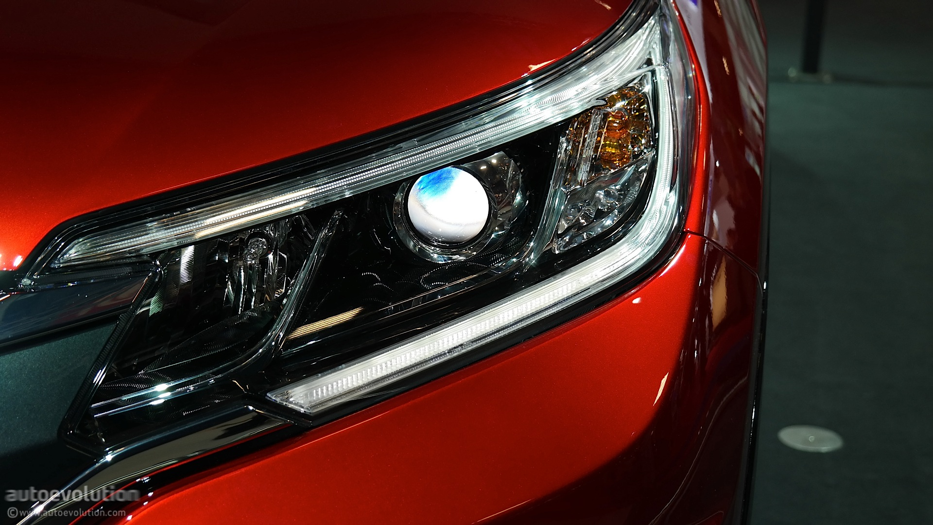 2015 Honda CR-V Headlights at Night