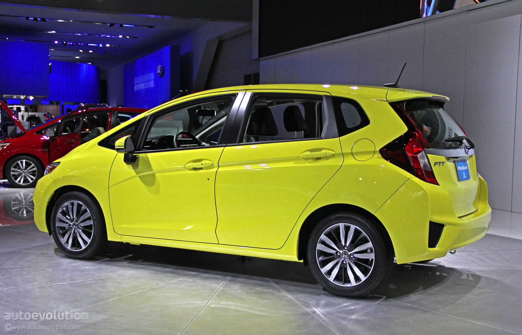 2015 Honda Fit Debuts In Detroit Gets 41 Mpg Live Photos