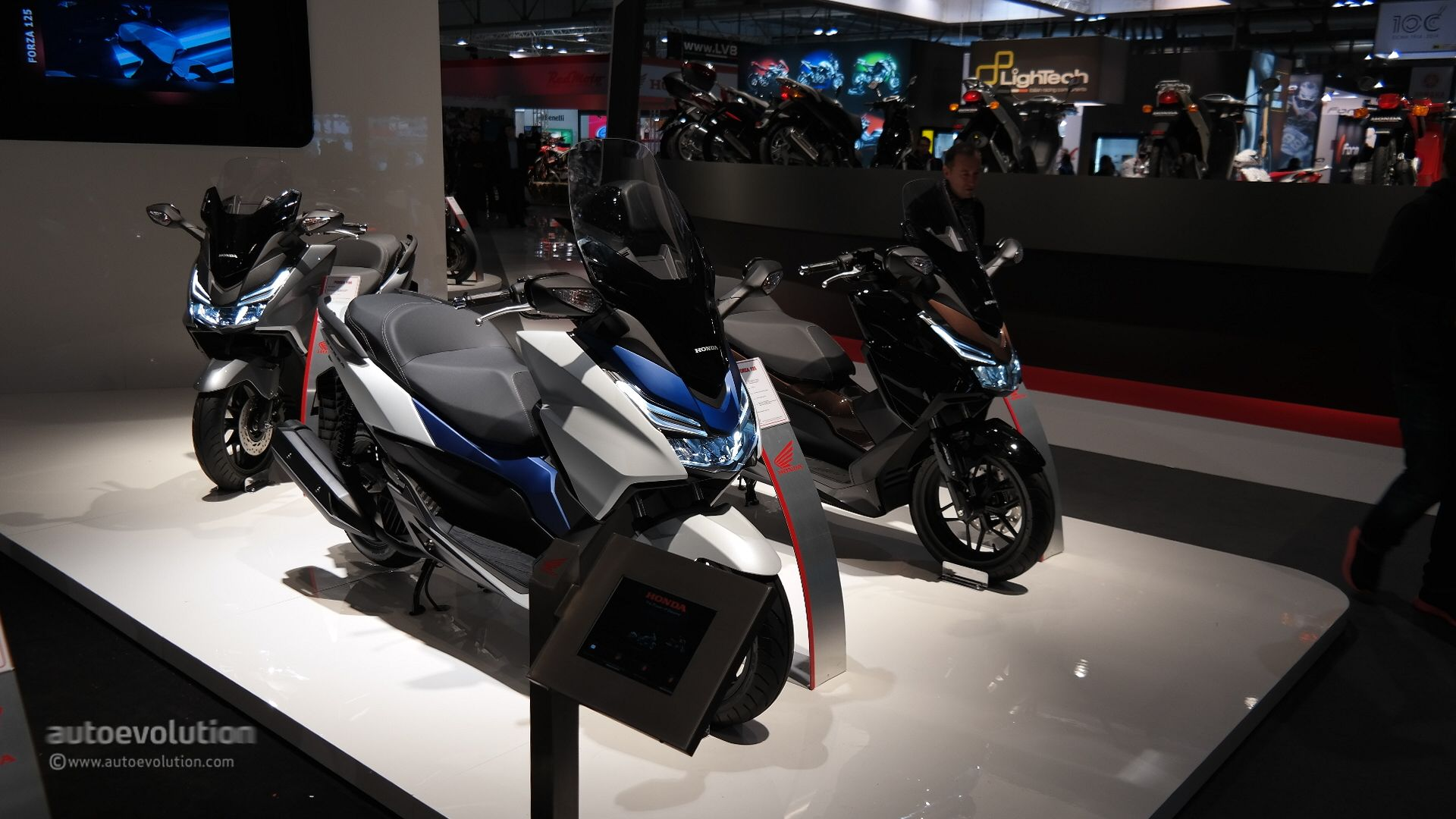 2015 honda forza 125 shows fresh led lights at eicma 2014 live photos autoevolution. Black Bedroom Furniture Sets. Home Design Ideas
