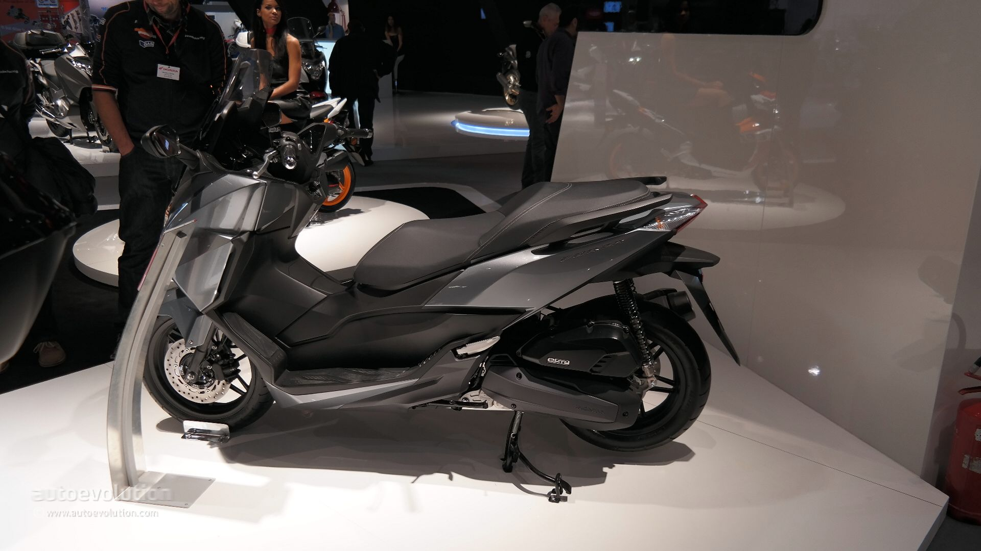 2015 honda forza 125 shows fresh led lights at eicma 2014. Black Bedroom Furniture Sets. Home Design Ideas