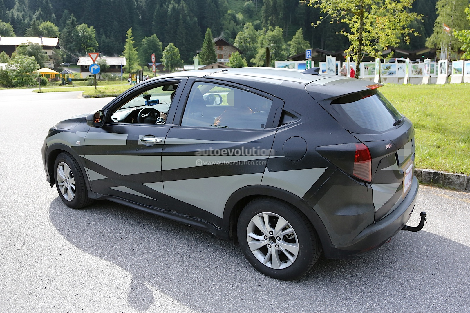 2015 honda hr v spied inside out autoevolution. Black Bedroom Furniture Sets. Home Design Ideas