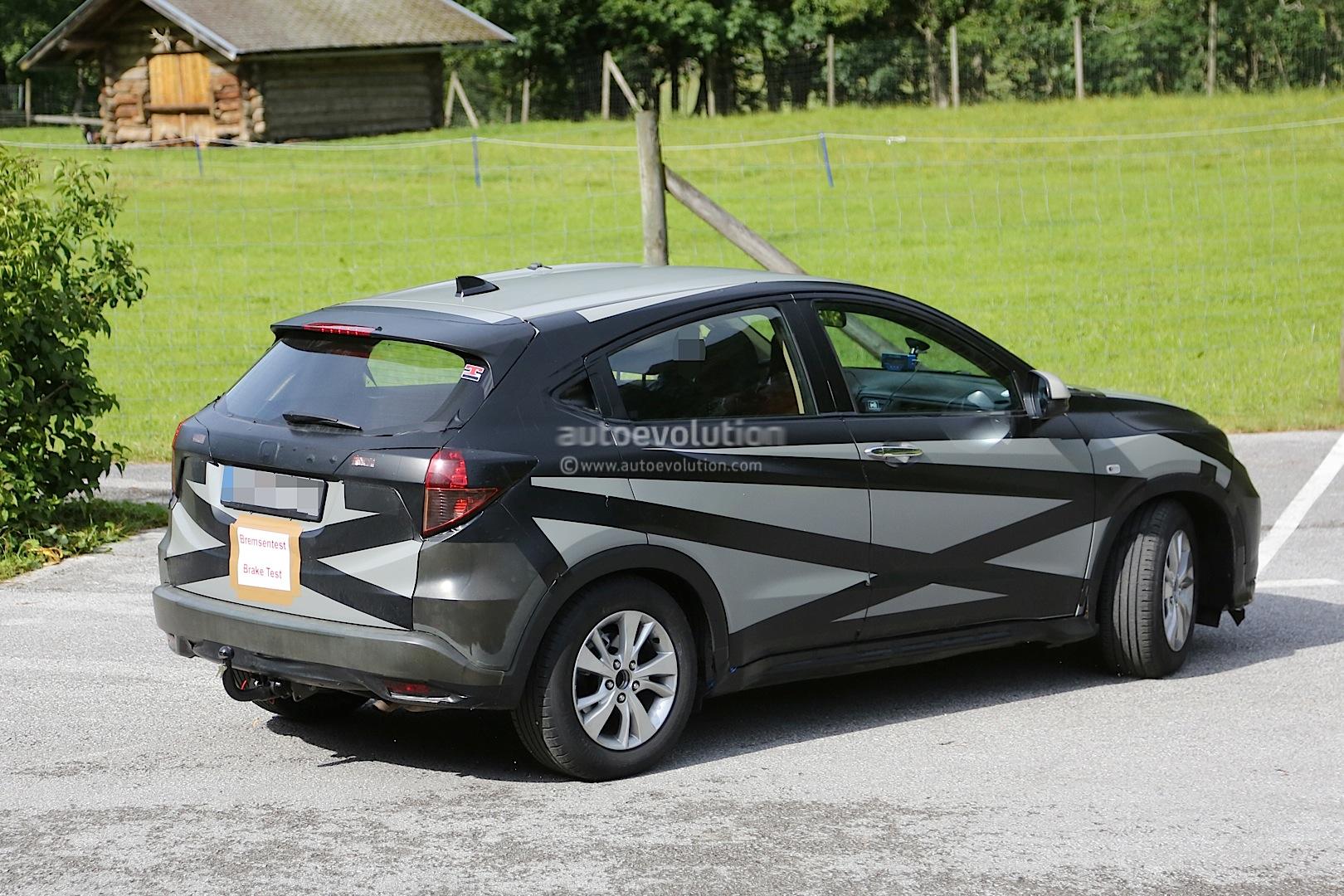 2014 - [Honda] Vezel / HR-V - Page 3 2015-honda-hr-v-spied-inside-out-photo-gallery_5