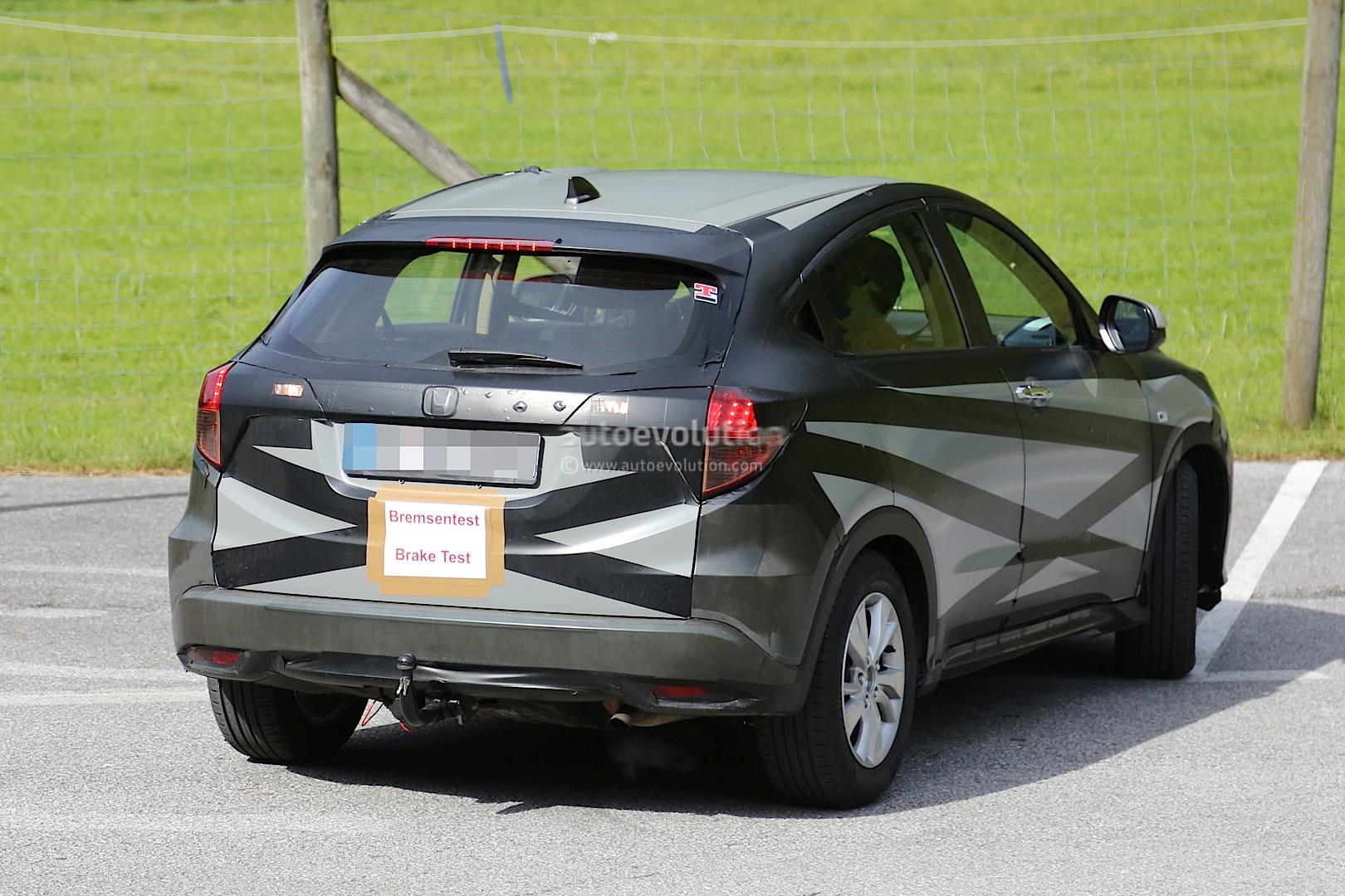 2014 - [Honda] Vezel / HR-V - Page 3 2015-honda-hr-v-spied-inside-out-photo-gallery_6