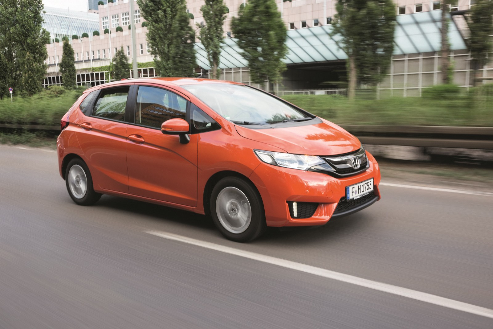 2015 honda jazz comes to europe with 1 3 liter engine and boosted interior space autoevolution. Black Bedroom Furniture Sets. Home Design Ideas