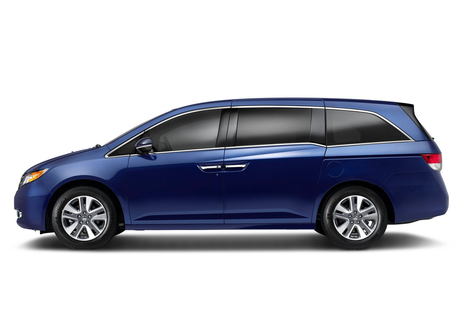 2015 honda odyssey now on sale starts from 28 975 autoevolution. Black Bedroom Furniture Sets. Home Design Ideas