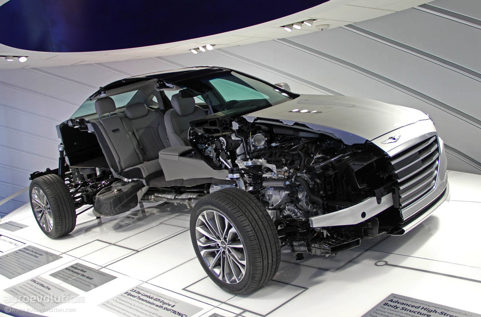 Audi Auto Gallery >> 2015 Hyundai Genesis Luxury Sedan Revealed in Detroit [Live Photos] - autoevolution