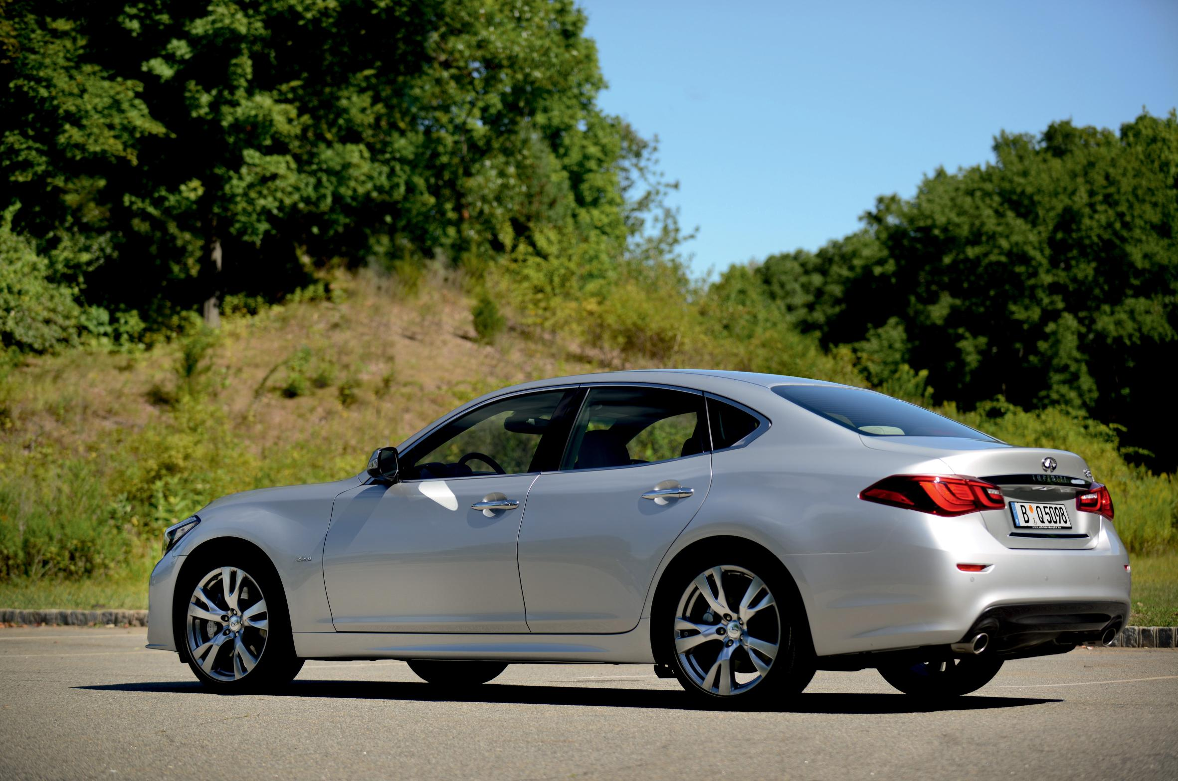 2015 Infiniti Q70 UK Pricing Announced, Offered with Daimler 2.2L