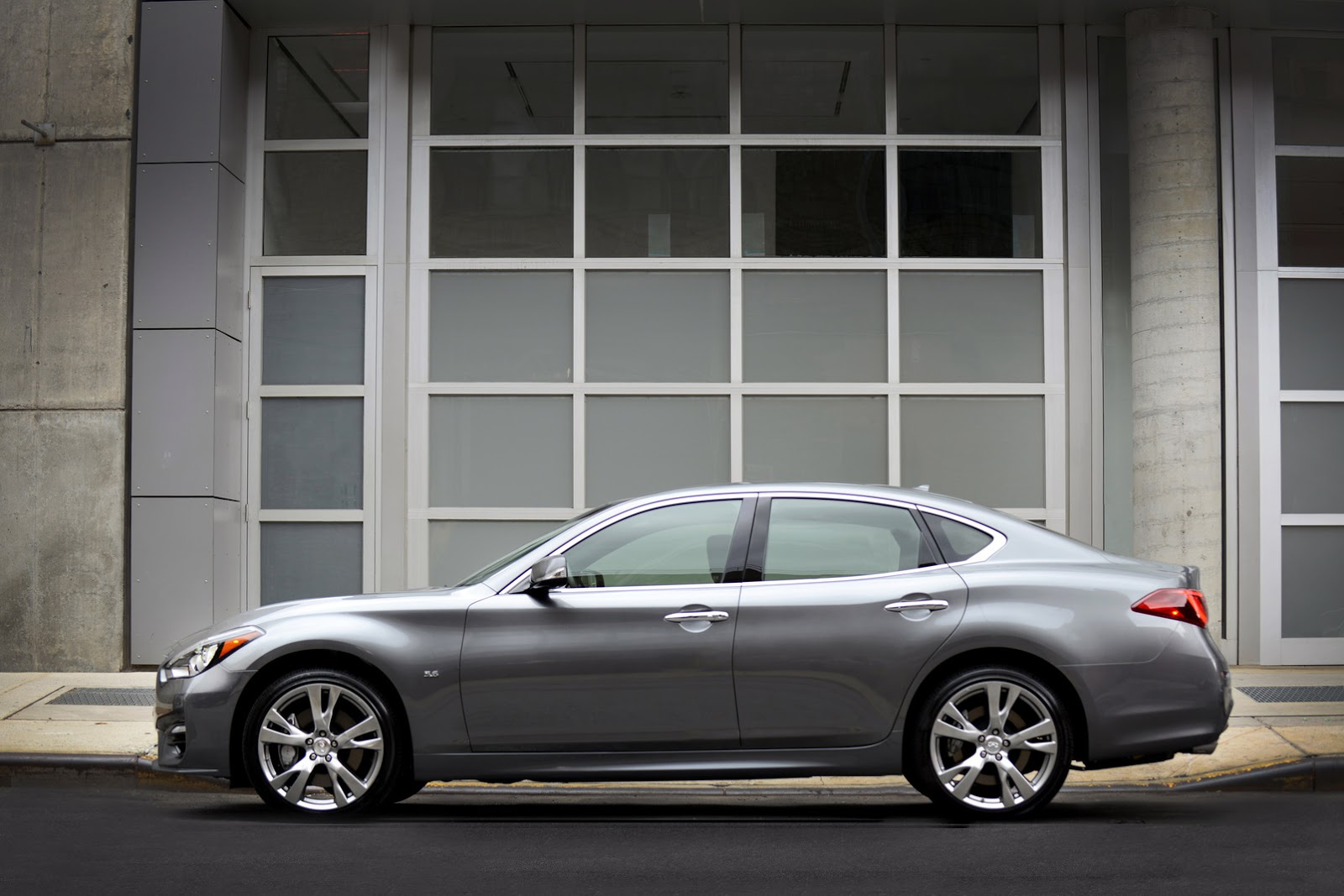 2015 Infiniti Q70 UK Pricing Announced, Offered with Daimler 2.2L Diesel - autoevolution