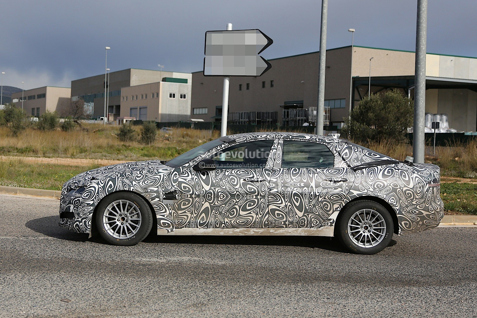 2016 - [Jaguar] XF II [X260] - Page 2 2015-jaguar-xf-spied-with-curious-looking-tail-pipes-photo-gallery_10