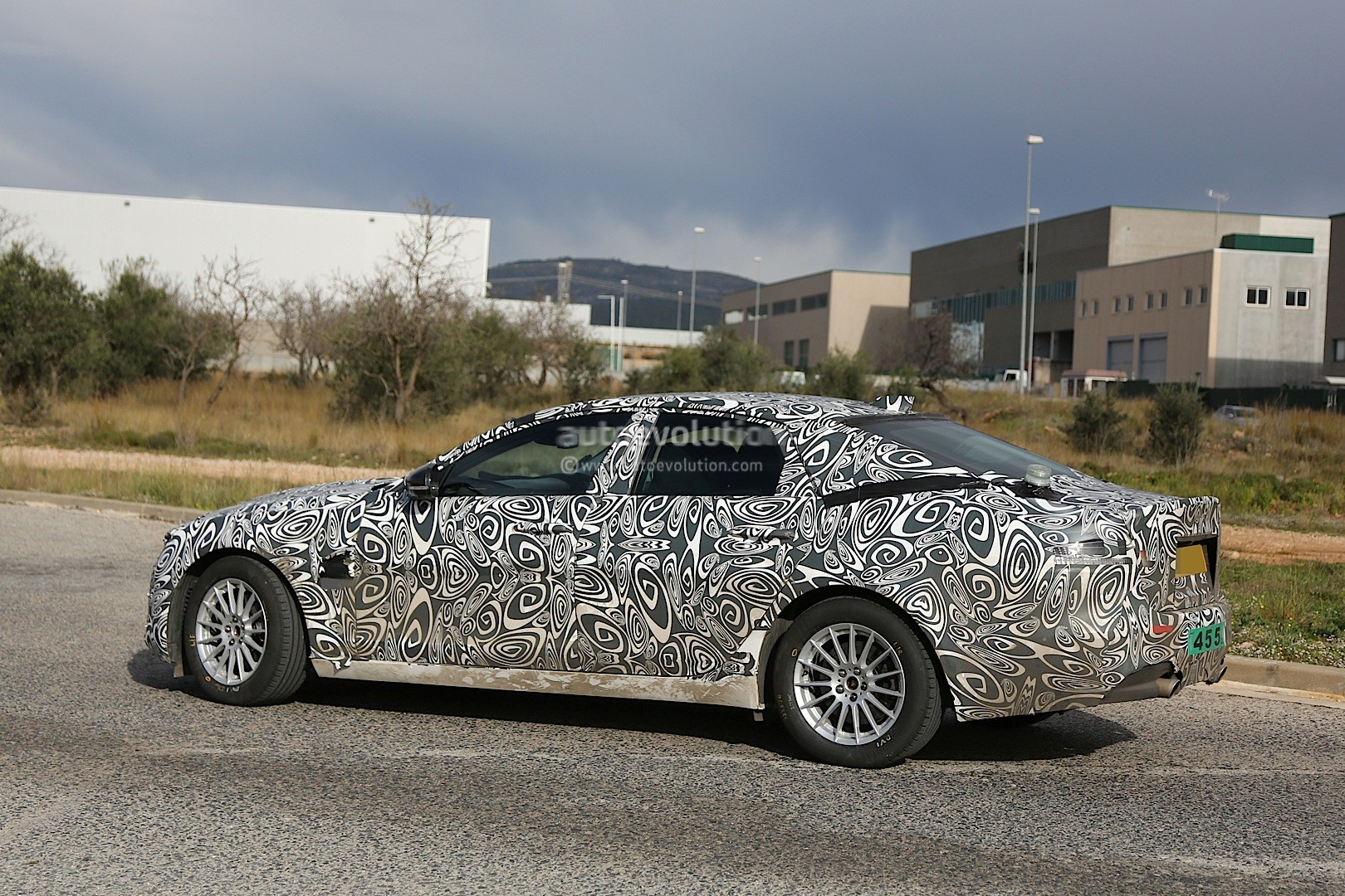 2016 - [Jaguar] XF II [X260] - Page 2 2015-jaguar-xf-spied-with-curious-looking-tail-pipes-photo-gallery_11