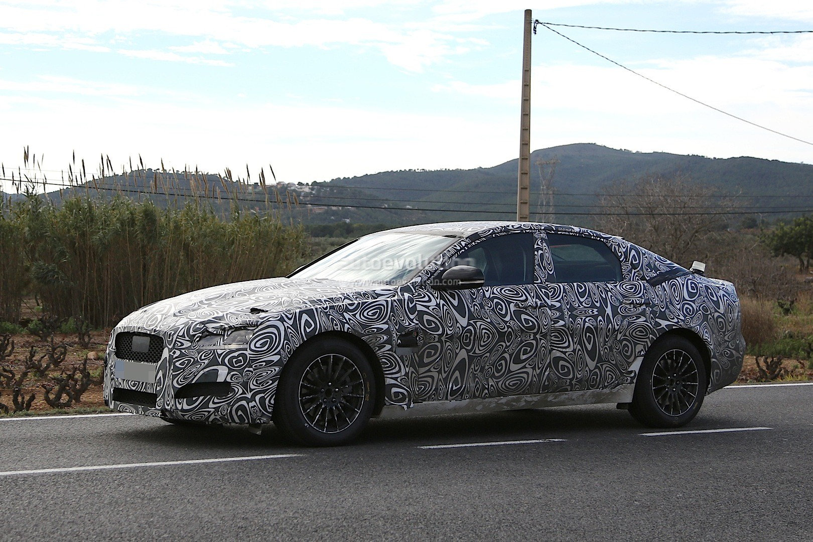 2015 Jaguar XF Spied With Curious-Looking Tail Pipes - autoevolution