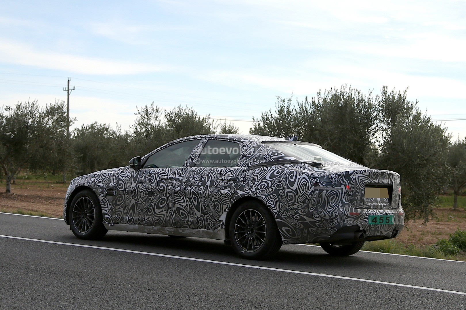 2016 - [Jaguar] XF II [X260] - Page 2 2015-jaguar-xf-spied-with-curious-looking-tail-pipes-photo-gallery_6