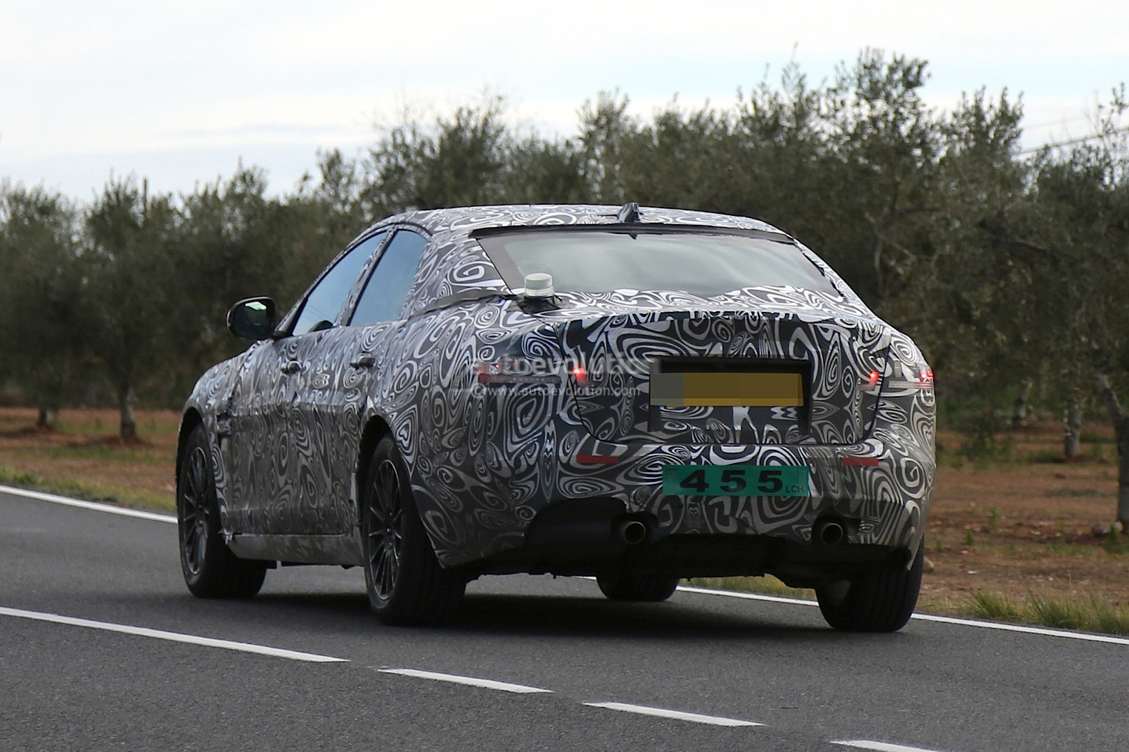 2016 - [Jaguar] XF II [X260] - Page 2 2015-jaguar-xf-spied-with-curious-looking-tail-pipes-photo-gallery_7