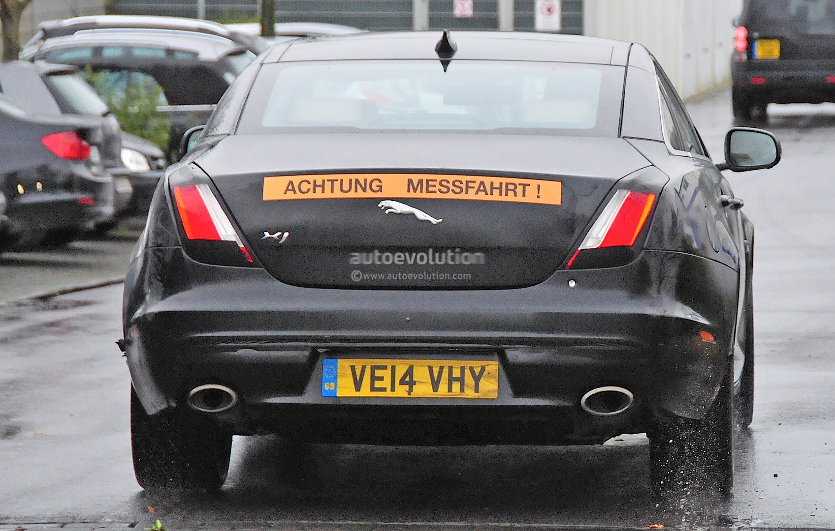 2015 - [Jaguar] XJ Restylée - Page 2 2015-jaguar-xj-facelift-spied-almost-camo-free-photo-gallery_8