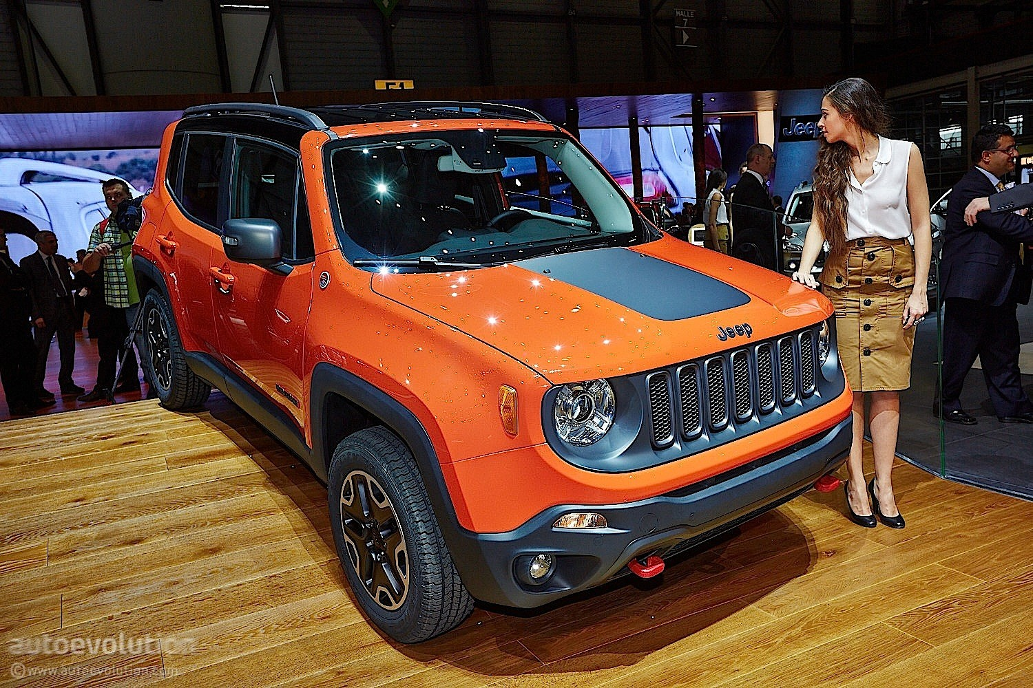 2015 jeep renegade ($17,995) is more expensive than the 2015 jeep