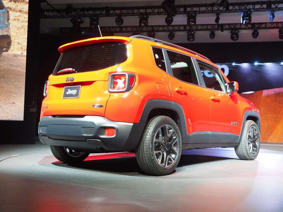 2015 jeep renegade makes north american premiere in new york video live photos autoevolution. Black Bedroom Furniture Sets. Home Design Ideas