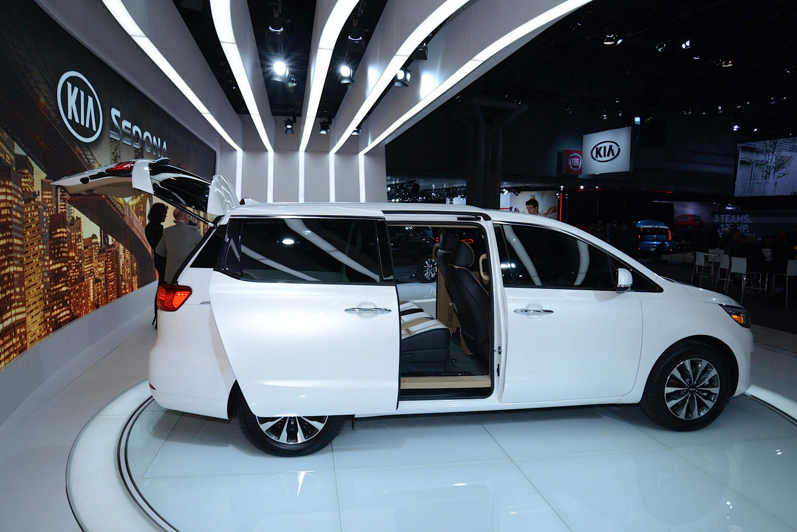 New 2015 Kia Sedona Looks Ready To Take On The Town Amp Country Live Photos