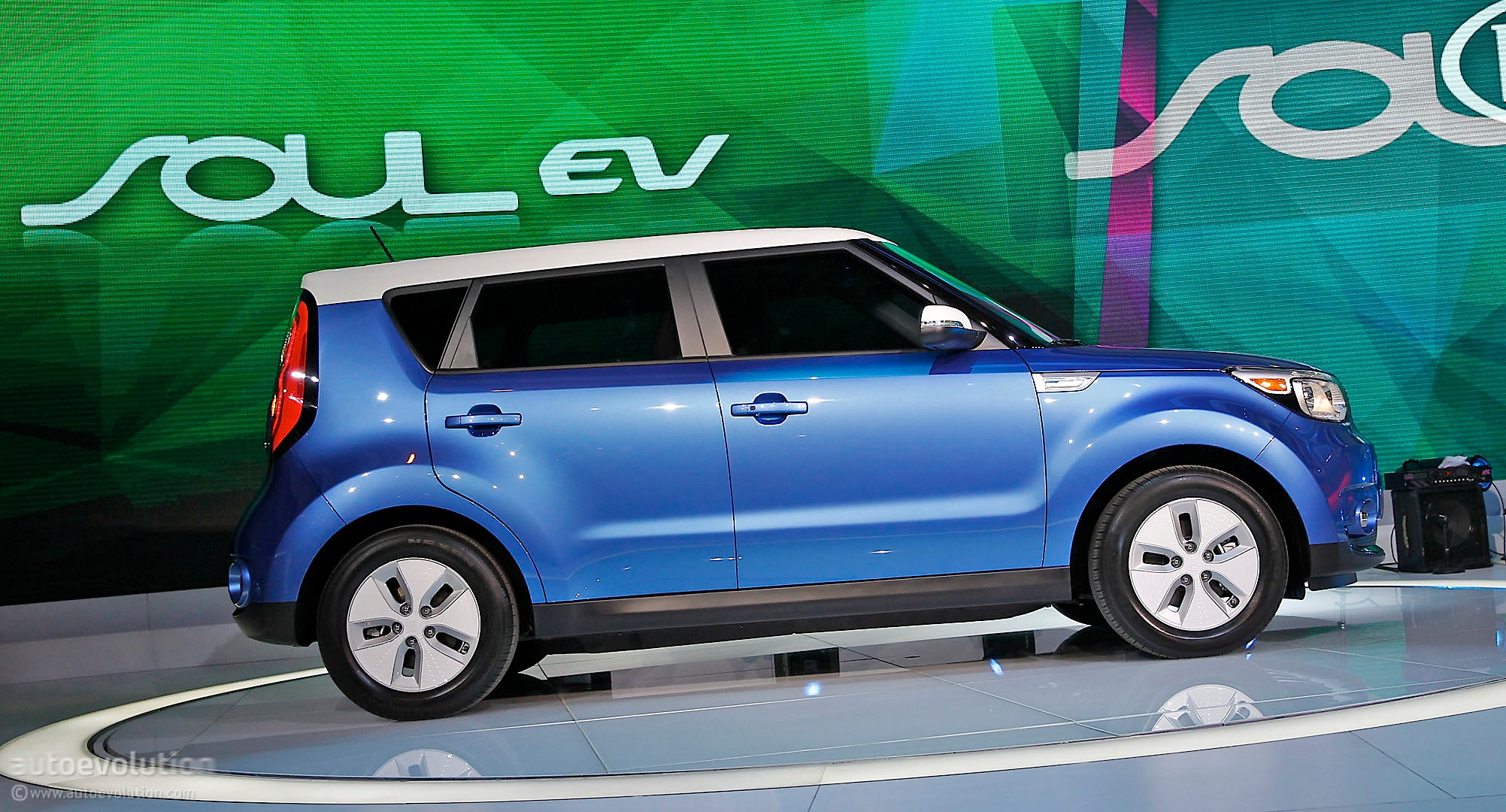 2015 kia soul ev debuts in chicago. Black Bedroom Furniture Sets. Home Design Ideas