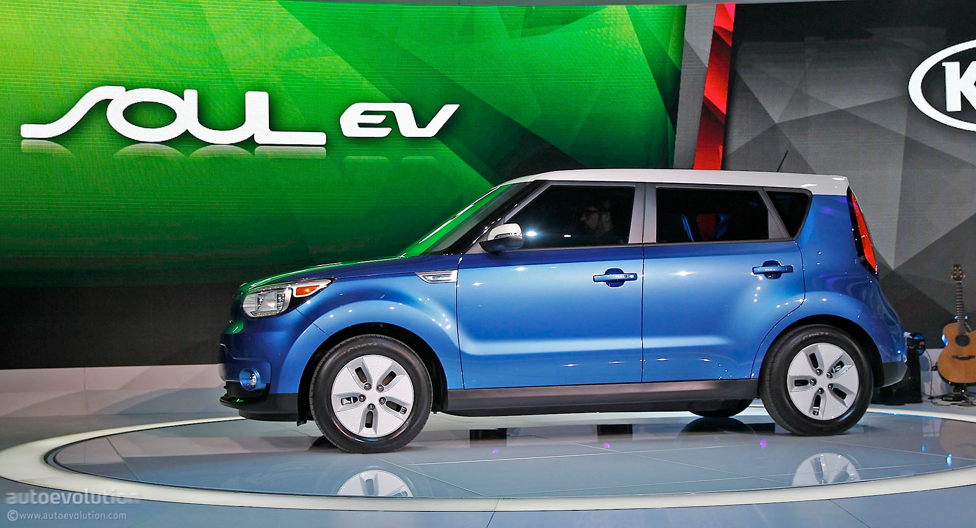 2015 kia soul ev debuts in chicago live photos autoevolution. Black Bedroom Furniture Sets. Home Design Ideas