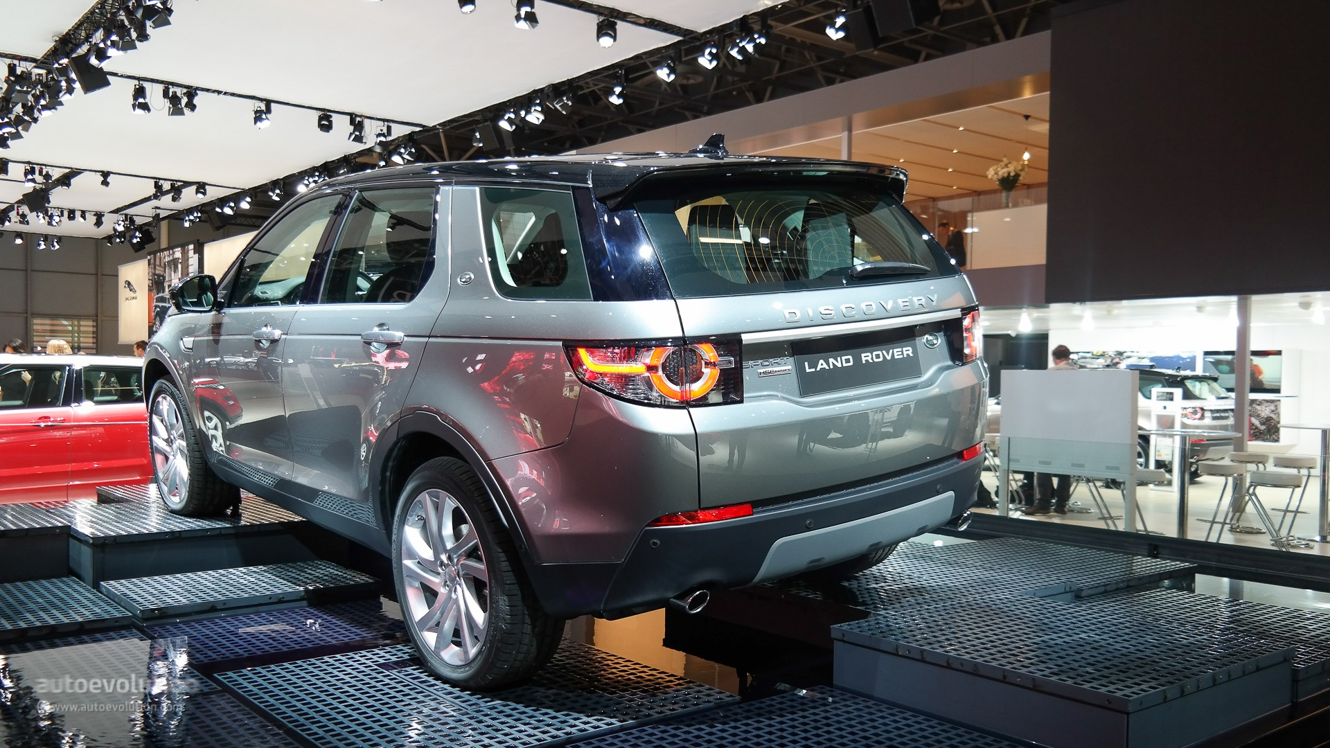 2015 Land Rover Discovery Sport Makes Us Debut At La Auto