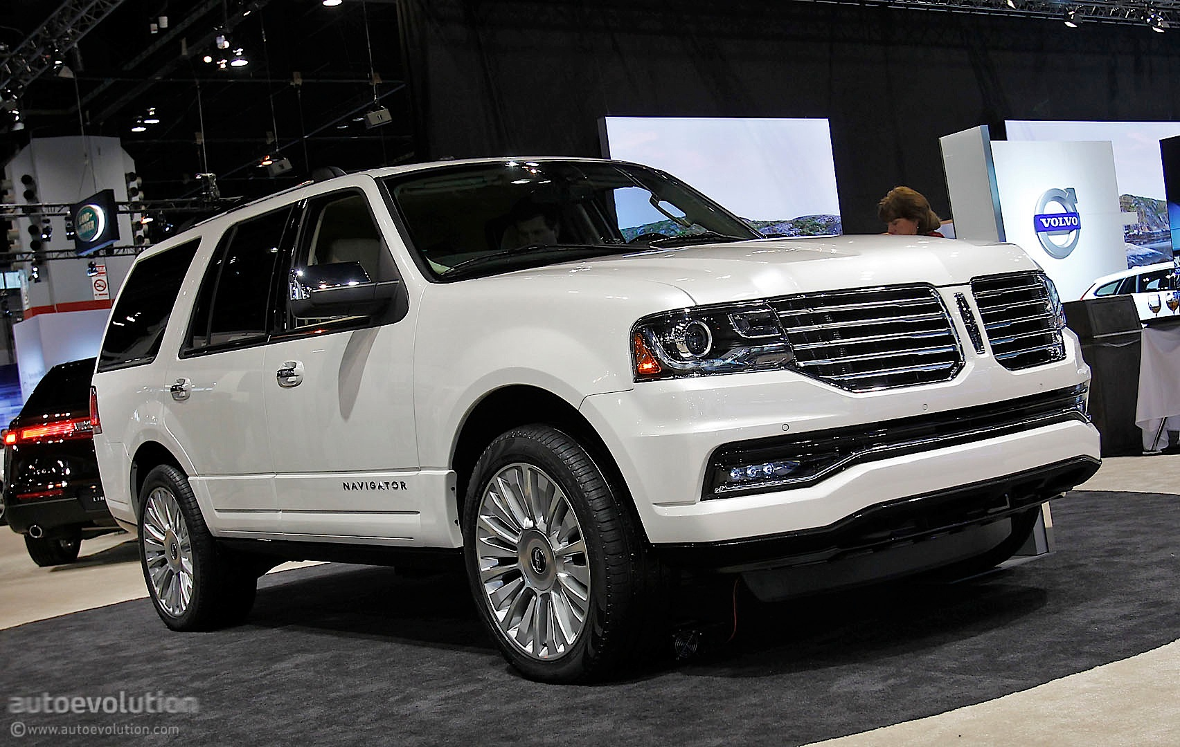 2015 lincoln navigator makes public debut at 2014 chicago live photos autoevolution. Black Bedroom Furniture Sets. Home Design Ideas