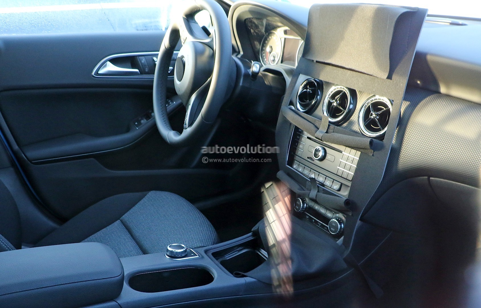 2015 mercedes benz a class facelift interior spied autoevolution. Black Bedroom Furniture Sets. Home Design Ideas