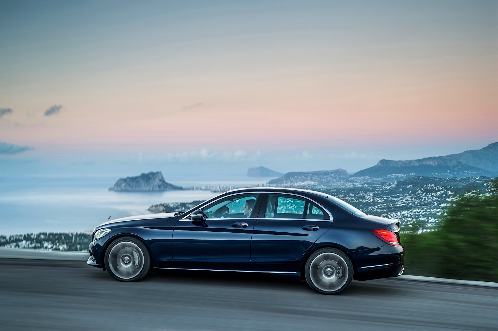 2015 mercedes benz c class w205 officially unveiled. Black Bedroom Furniture Sets. Home Design Ideas