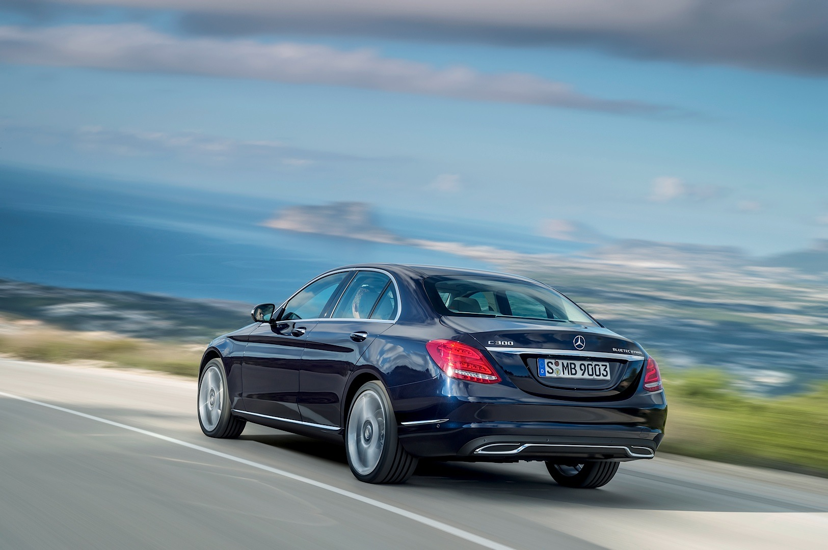 2015 mercedes benz c class w205 officially unveiled for Mercedes benz c