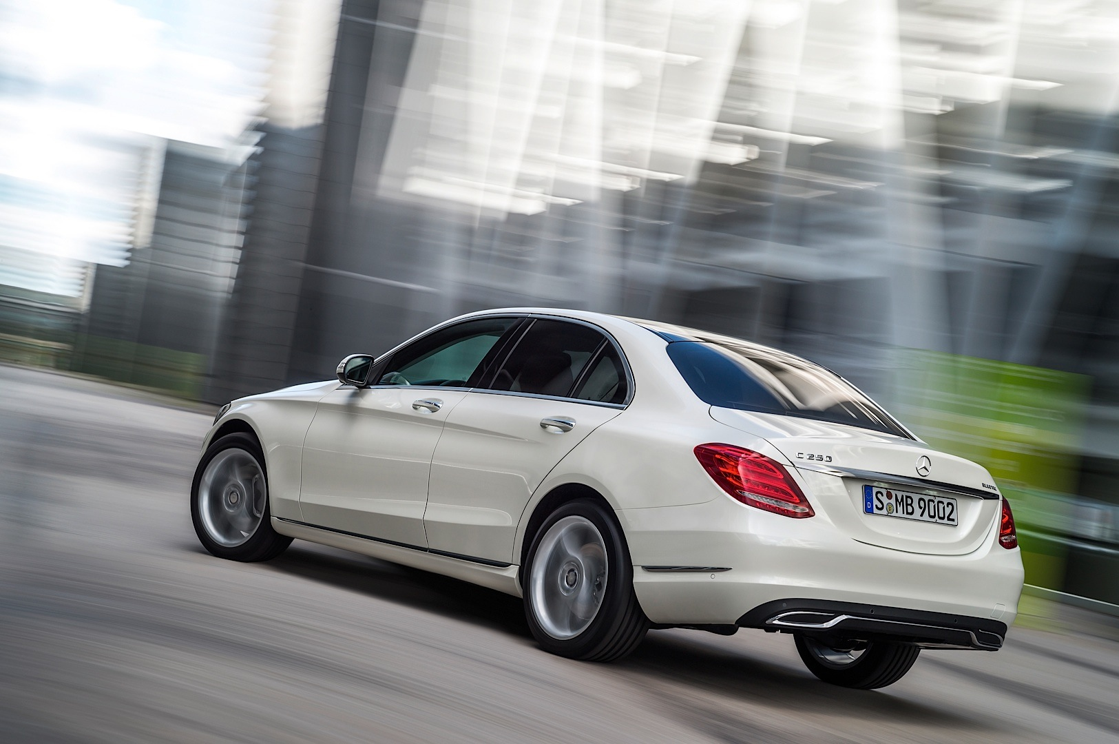 2015 mercedes benz c class w205 officially unveiled