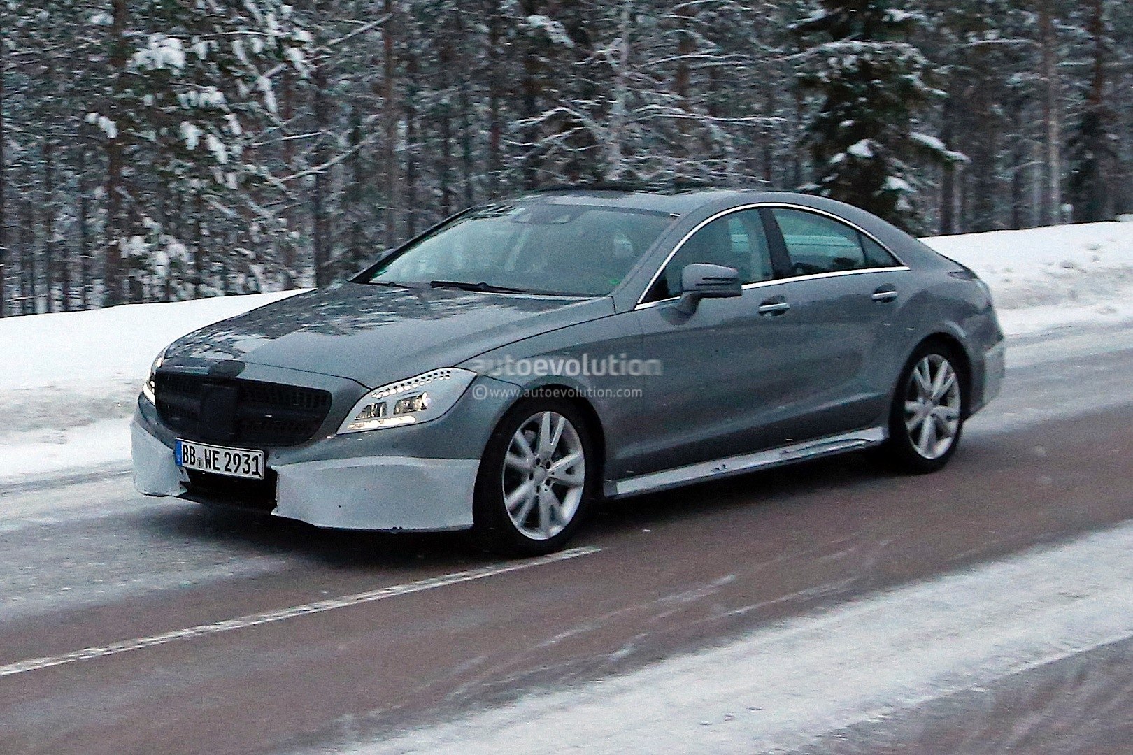 2015 mercedes benz cls c218 facelift spied with amg package autoevolution. Black Bedroom Furniture Sets. Home Design Ideas