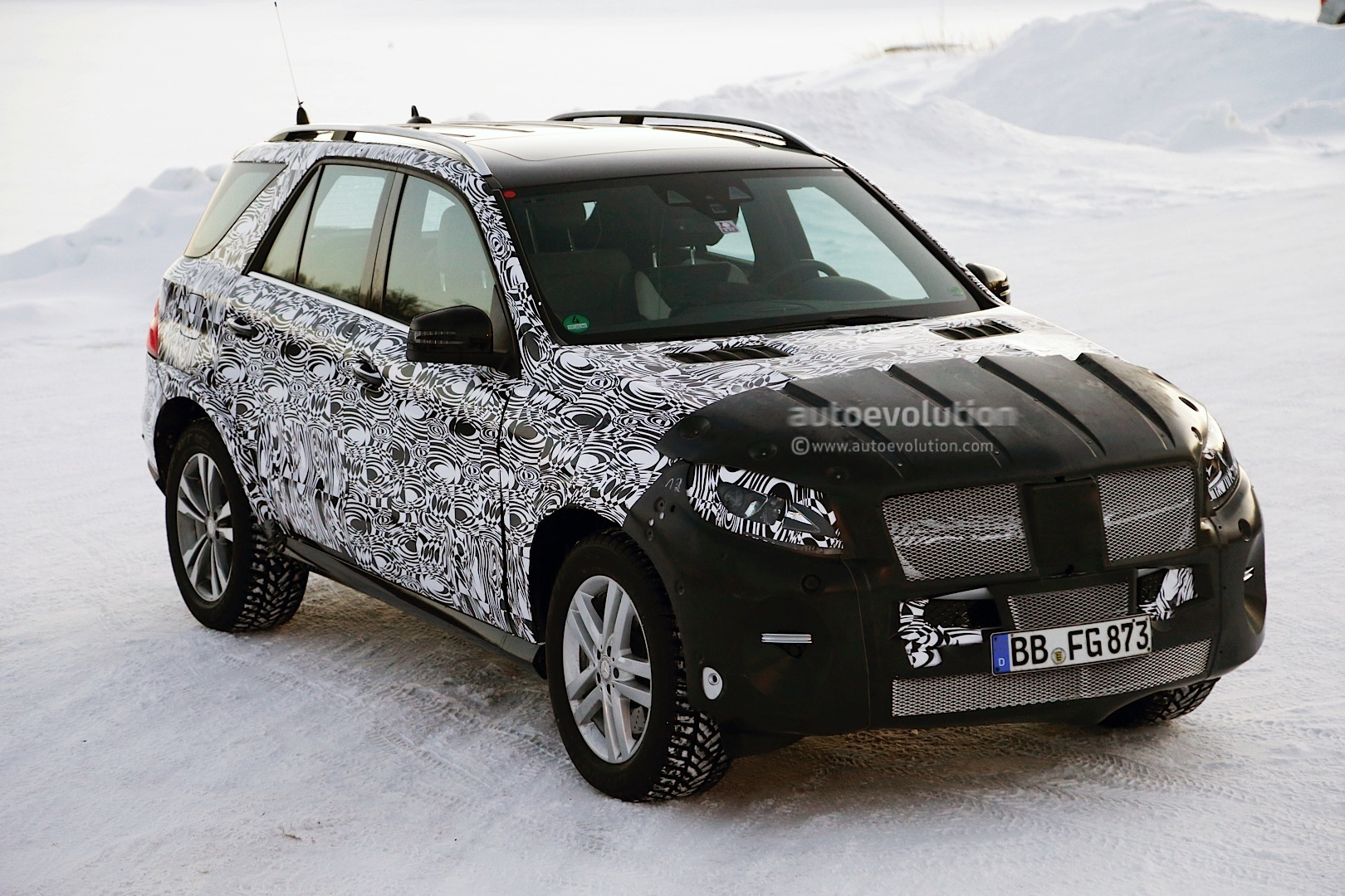 2015 mercedes benz m class facelift spied in lapland. Black Bedroom Furniture Sets. Home Design Ideas