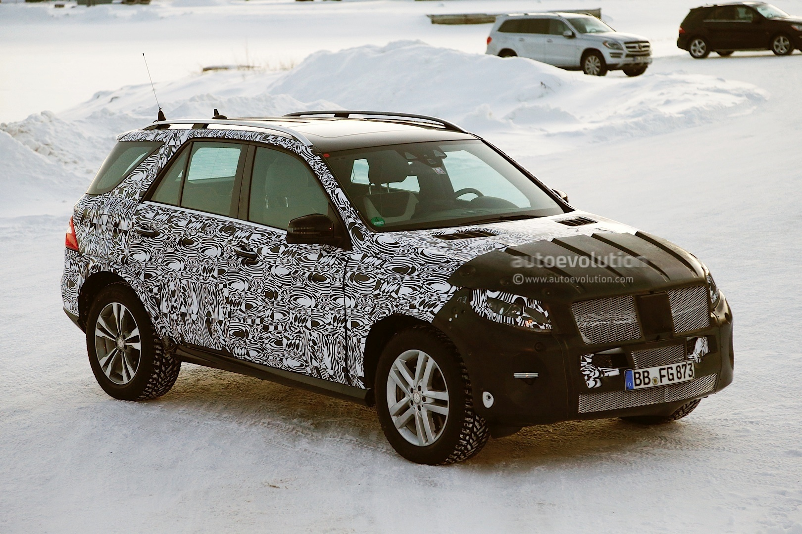 2015 mercedes benz m class facelift spied in lapland for Mercedes benz ml350 2015
