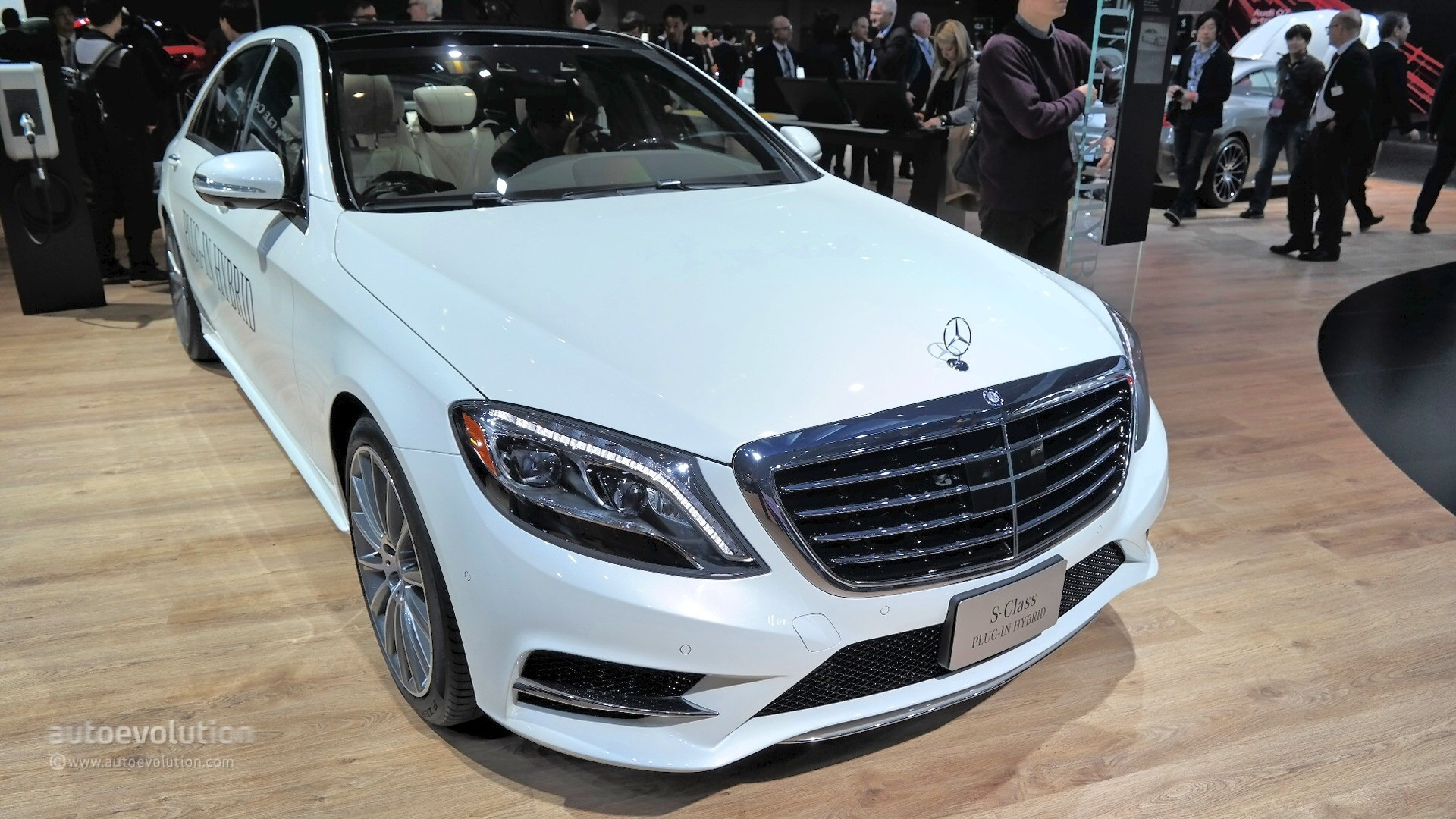 2015 mercedes benz s550 plug in hybrid silently introduced at the detroit auto show live photos. Black Bedroom Furniture Sets. Home Design Ideas