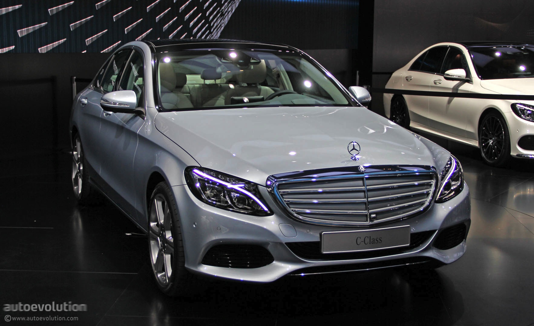 2015 mercedes c-class takes a luxury lead in detroit [live photos