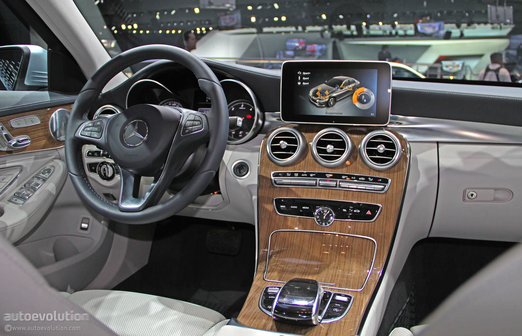 2015 Mercedes C-Class Takes a Luxury Lead in Detroit [Live ...