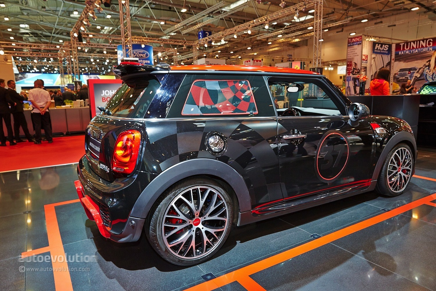 2015 mini cooper s gets 211 hp with jcw tuning kit at. Black Bedroom Furniture Sets. Home Design Ideas