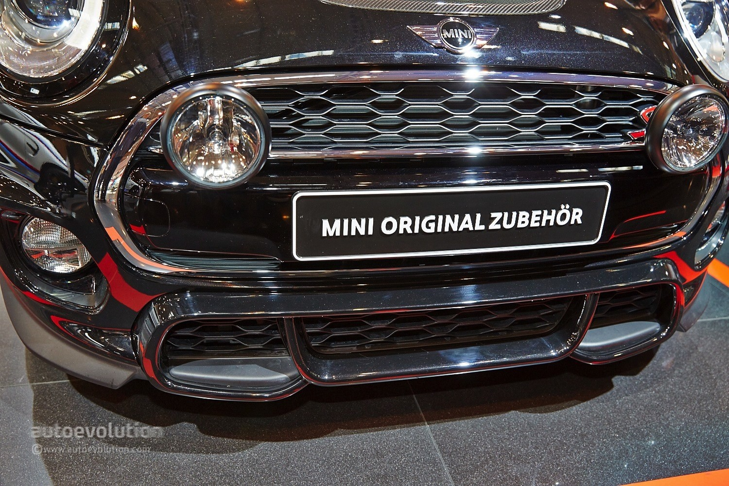 Bmw Mini Cooper >> 2015 MINI Cooper S Gets 211 HP with JCW Tuning Kit at Essen [Live Photos] - autoevolution